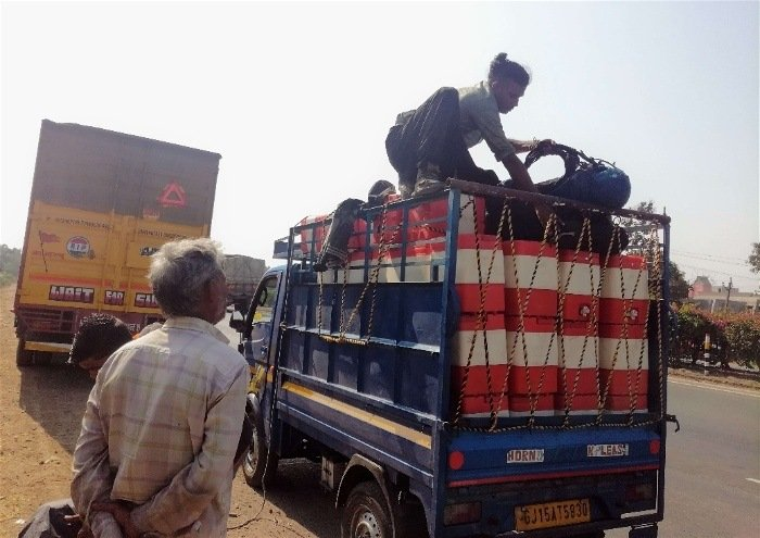 hitchhiking in Sri Lanka for budget backpacking