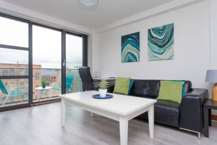 Apartment with balcony views, Belfast