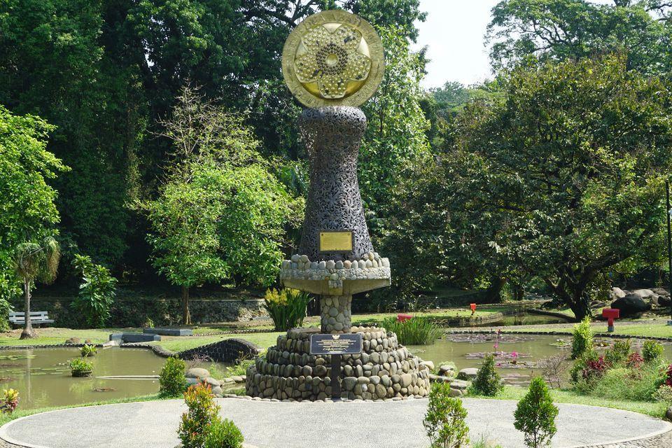 Jakarta Bogor Cultural Tour with Botanical Gardens Visit