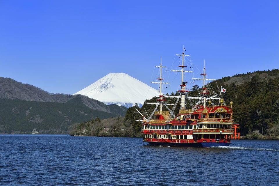 Lake Ashi Cruise, Odawara Castle & Seafood BBQ