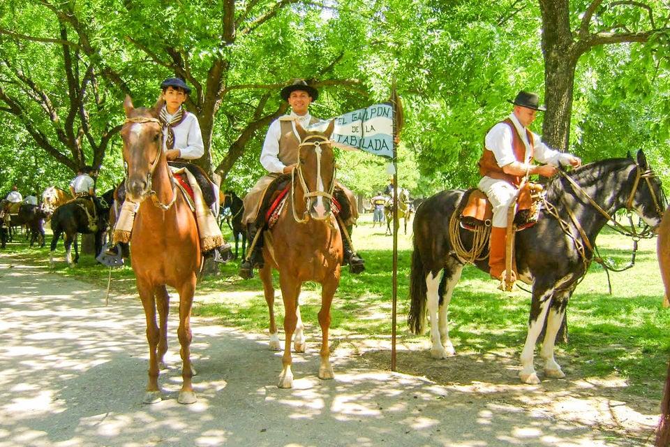 San Antonio de Areco Tour, Estancia BBQ, and Folklore Show