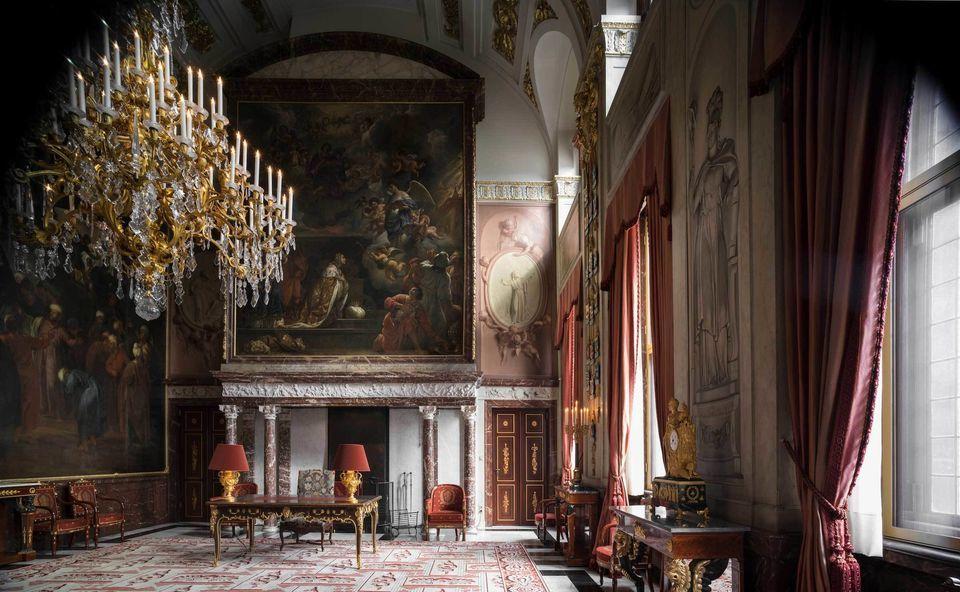 Visit the royal palace