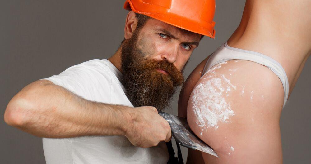 Man sculpting a booty