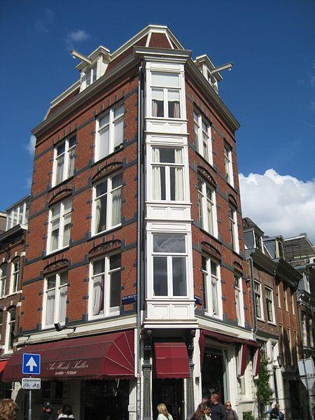 Hunt for antiques at Nieuwe Spiegelstraat