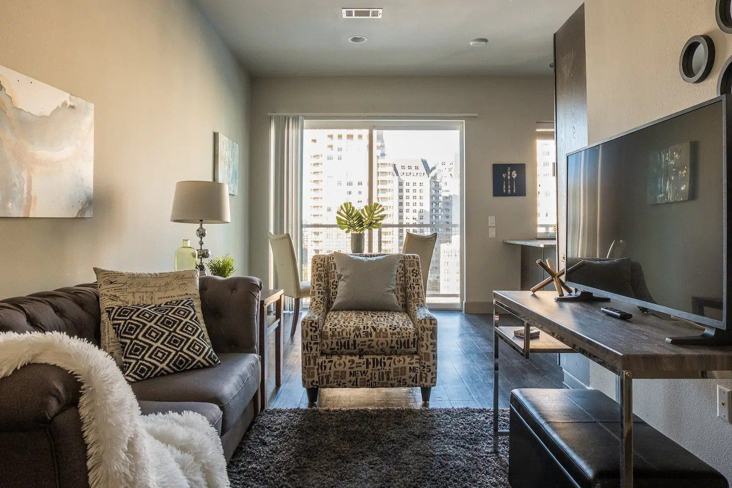 High Rise Deluxe Apt w Great View