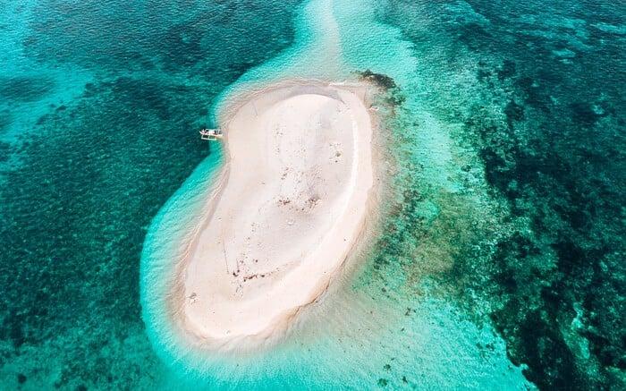 Island hopping Siargao to Naked Island