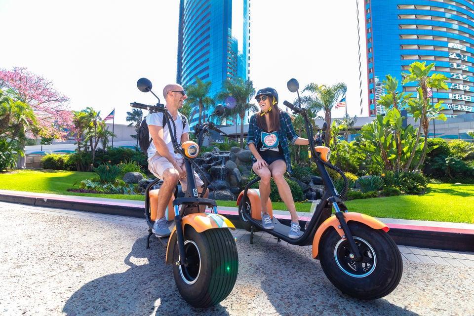 Tour around San Diego through a scooter.