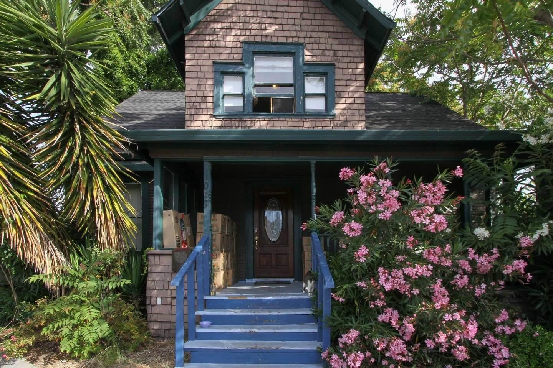 A Socially Active and Positive Room Airbnb in Santa Rosa, California