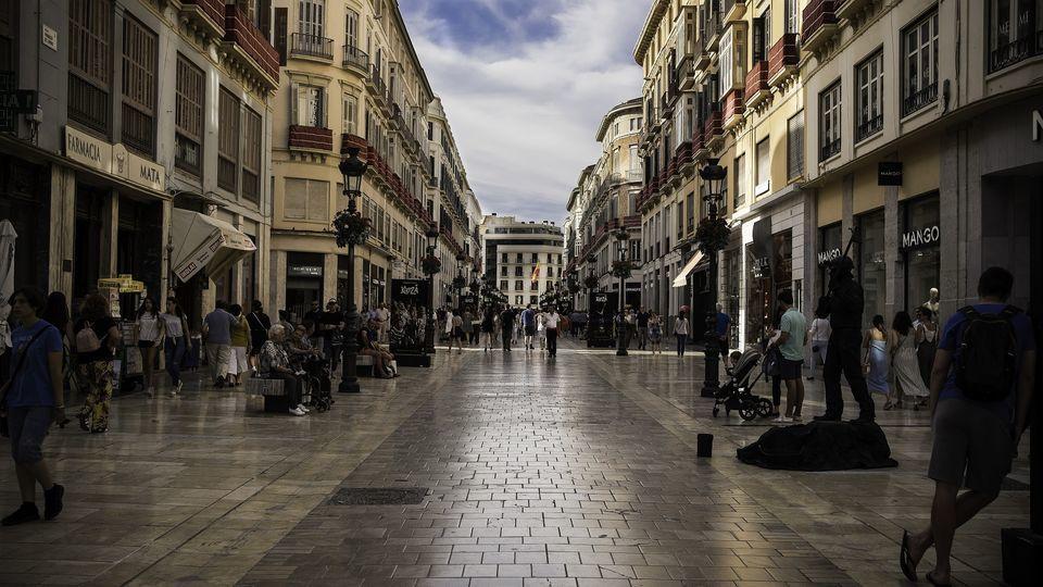 Stroll around the city's illuminated monuments