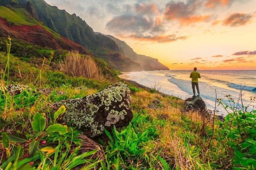 Hawaii safe to travel alone