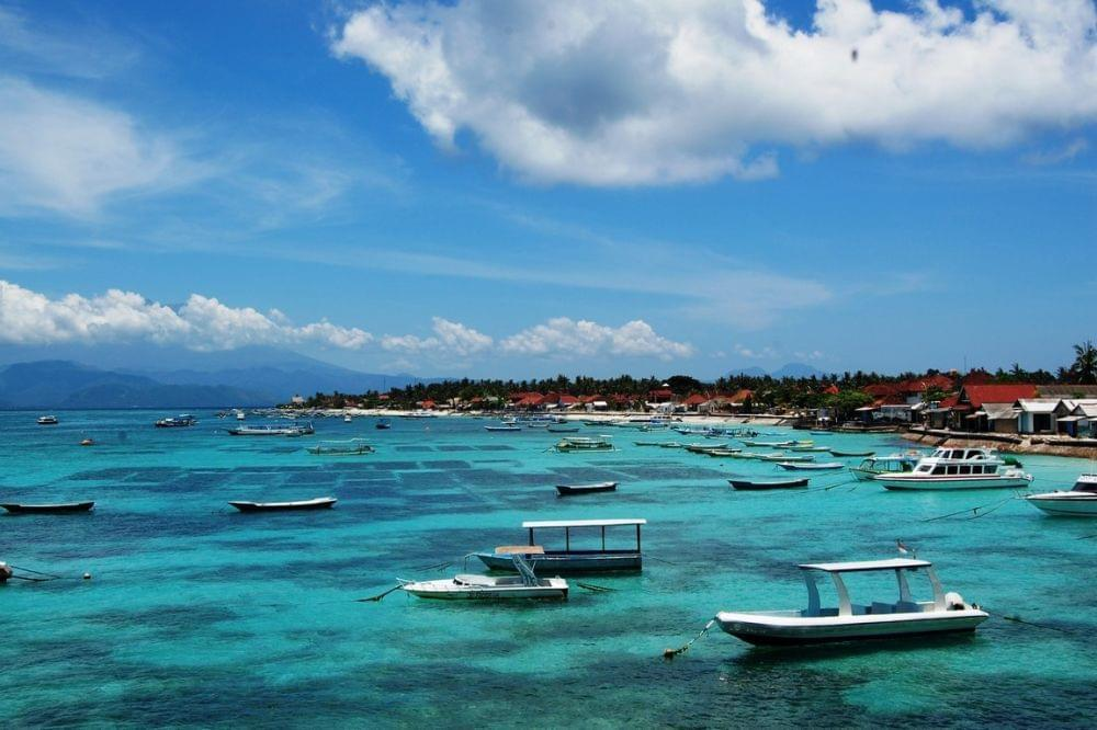 Turquoise water in Nusa Lembongan where there are a lot of yoga retreats