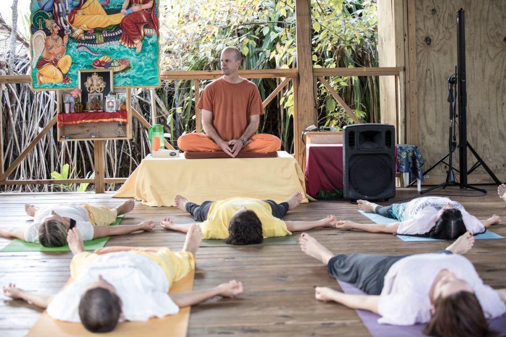 Yoga class on a yoga retreat in The Bahamas