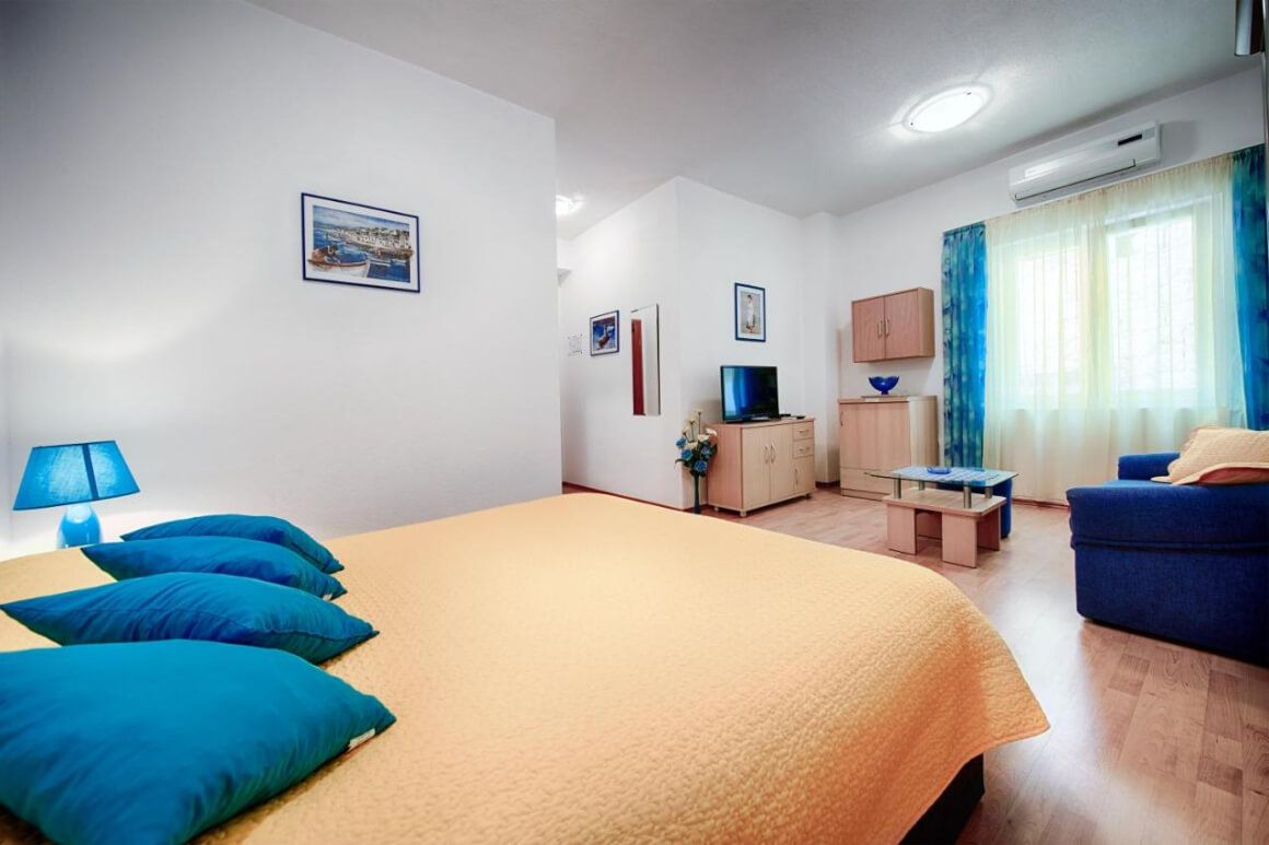 Apartments and Rooms Vis