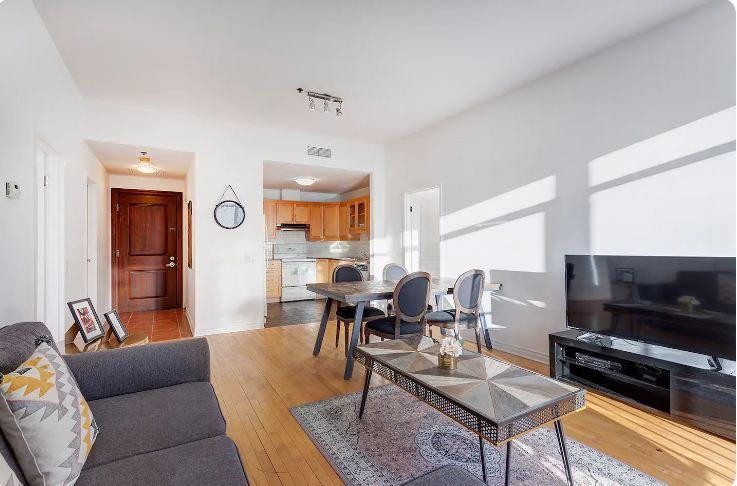 Downtown apartment for six
