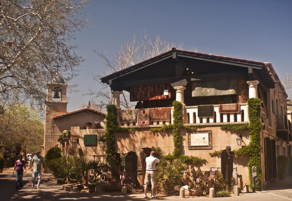 Wander through Tlaquepaque Arts and Crafts Village