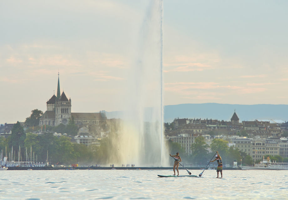 Go on an evening boat ride on Lake Geneva