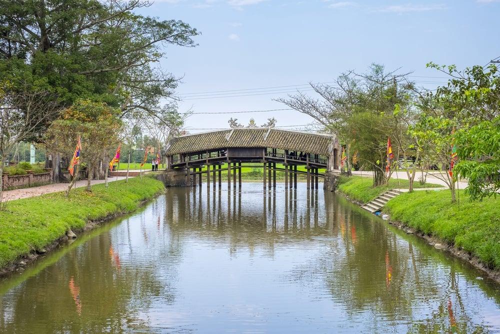 shutterstock - hue - xuan phu