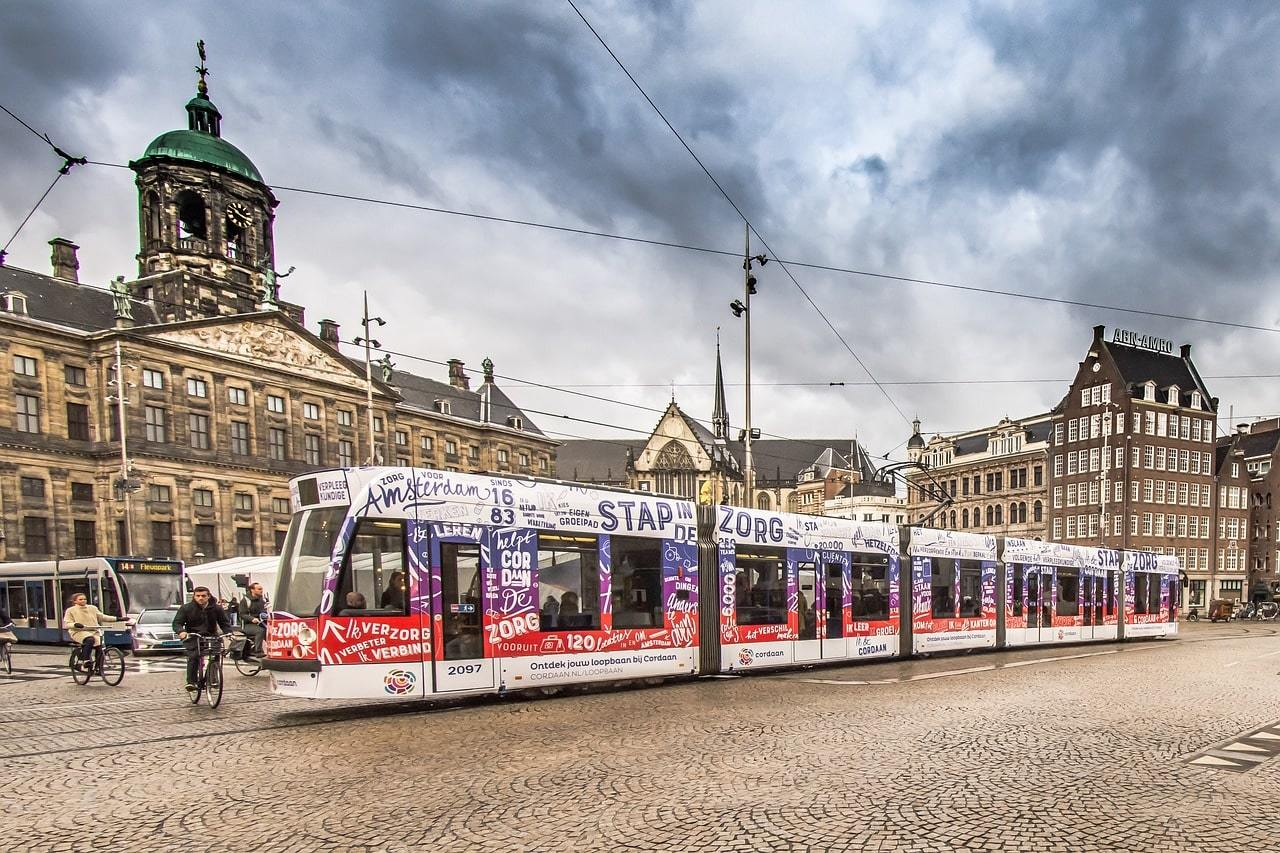 how to get around Amsterdam cheap