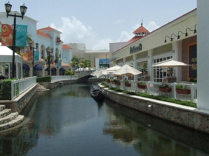 La Isla Shopping Village