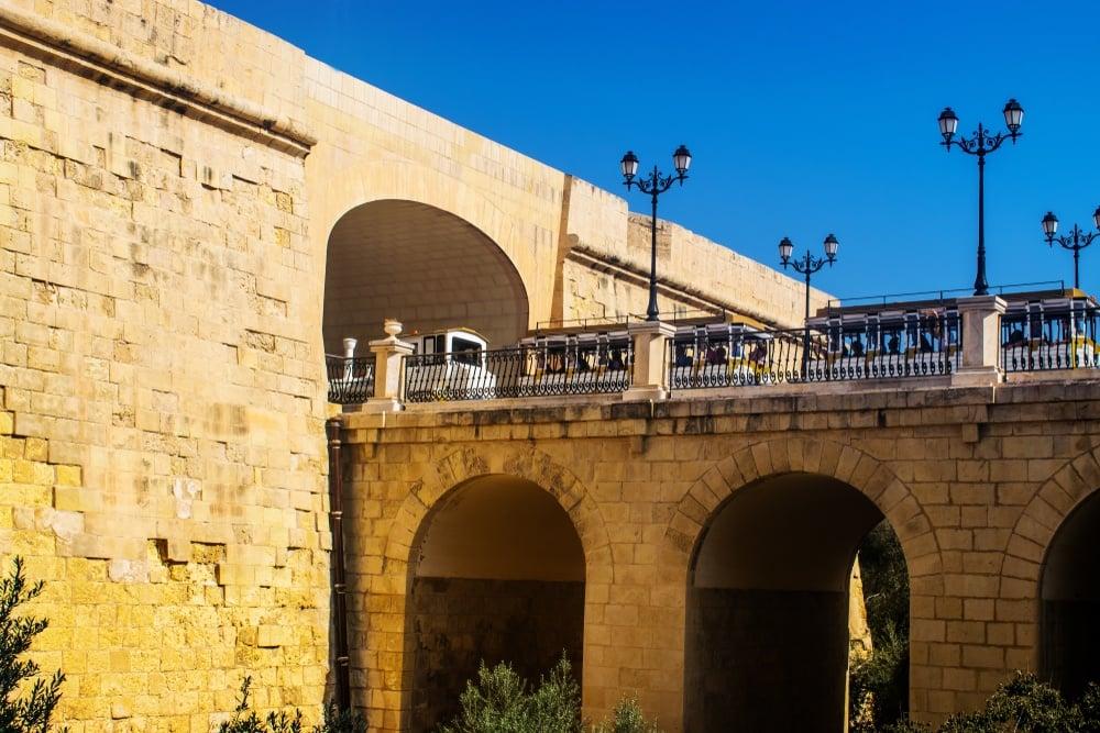 cheap train travel in malta
