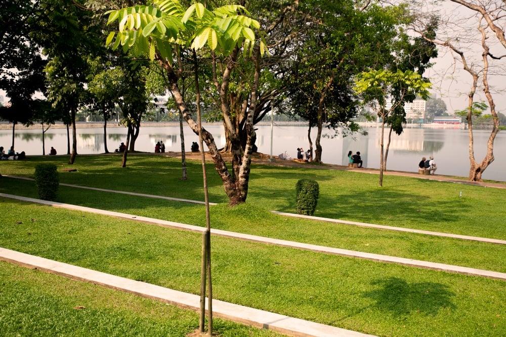shutterstock - yangon - inya lake