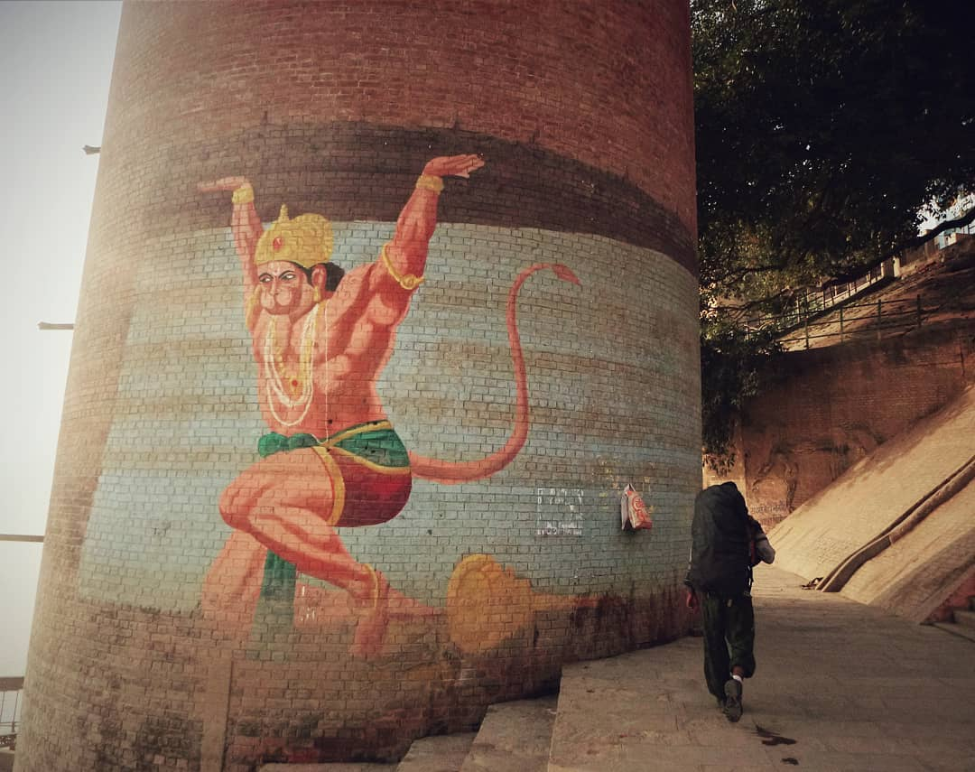 Hanuman and a world traveller without money