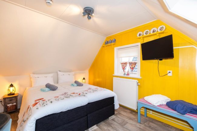 amsterdam bed and breakfast attic room