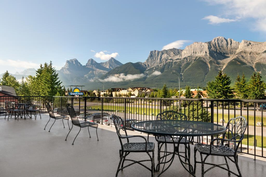 Days Inn by Wyndham Canmore best hostels in Canmore