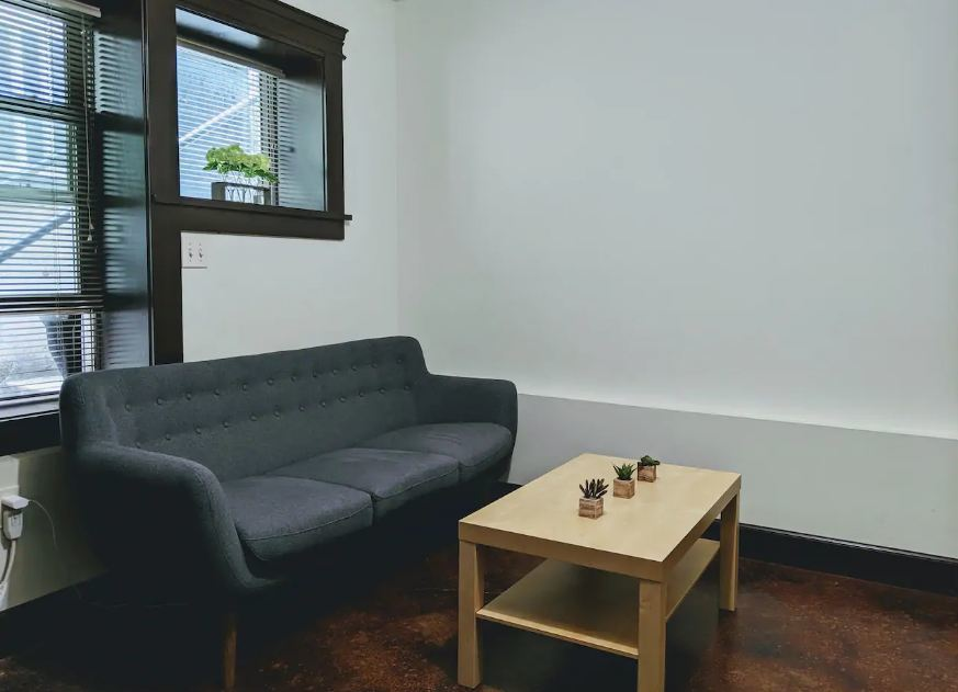 Simple Space near to Bars and Clubs Portland