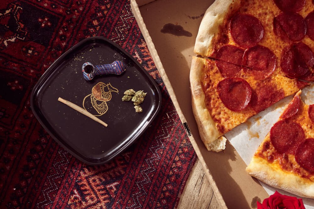 Weed and pizza side-by-side - harmony in Israel