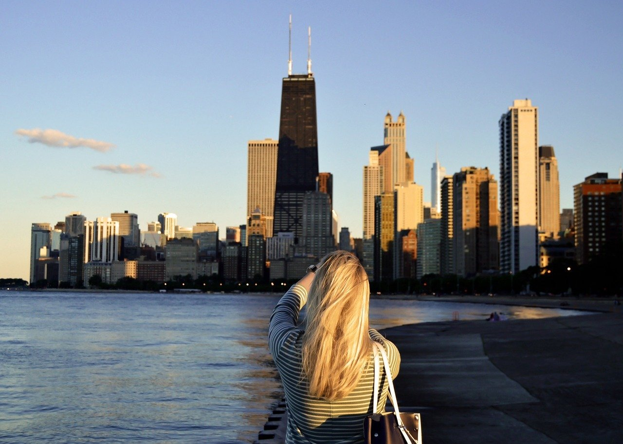 Chicago - Female Traveller