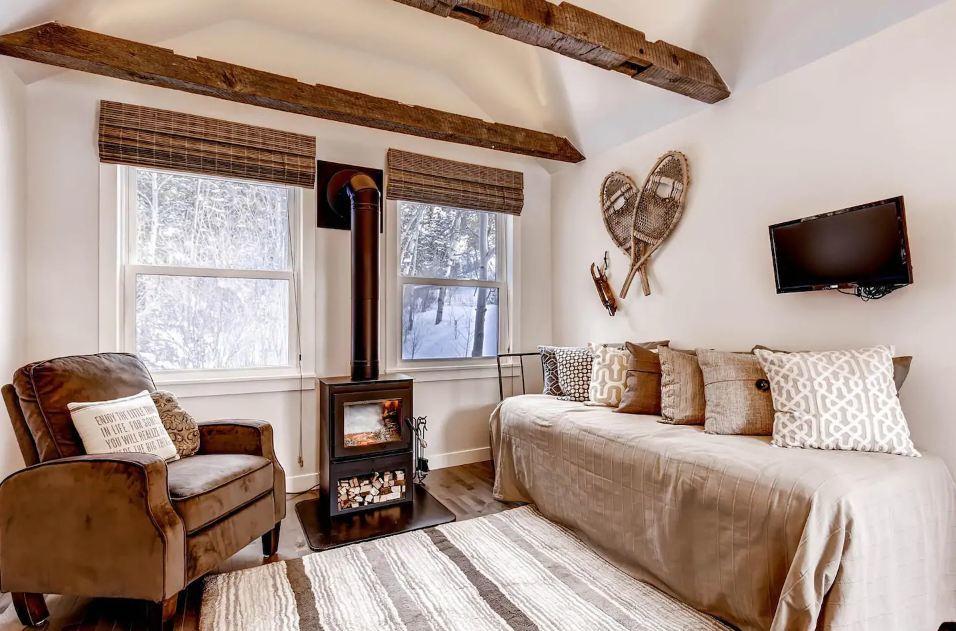 Colorado Claim Jumper Creekside Cabin