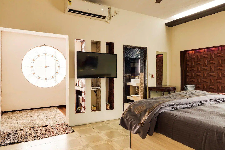 Designer Studio Near Lotus Temple