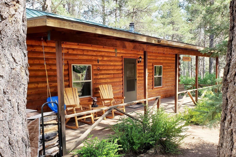 Lazy Bear Cabin with hot tub