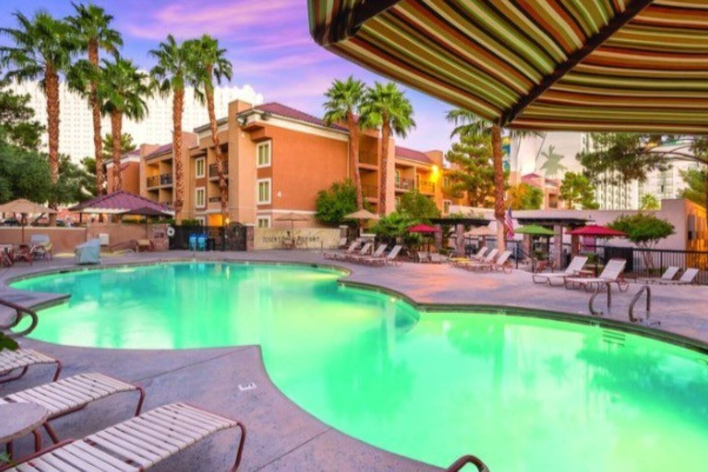 Luxurious Condo Lodge off the Strip