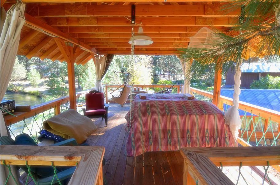 Deschutes River Woods Treehouse