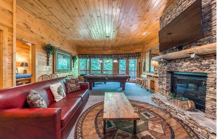 Upscale Cabin with games room, Tennessee