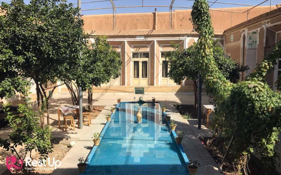 the best hostels in Yazd