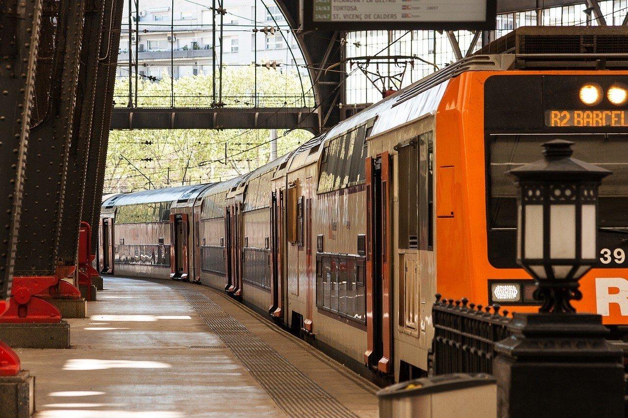 cheap train travel in barcelona