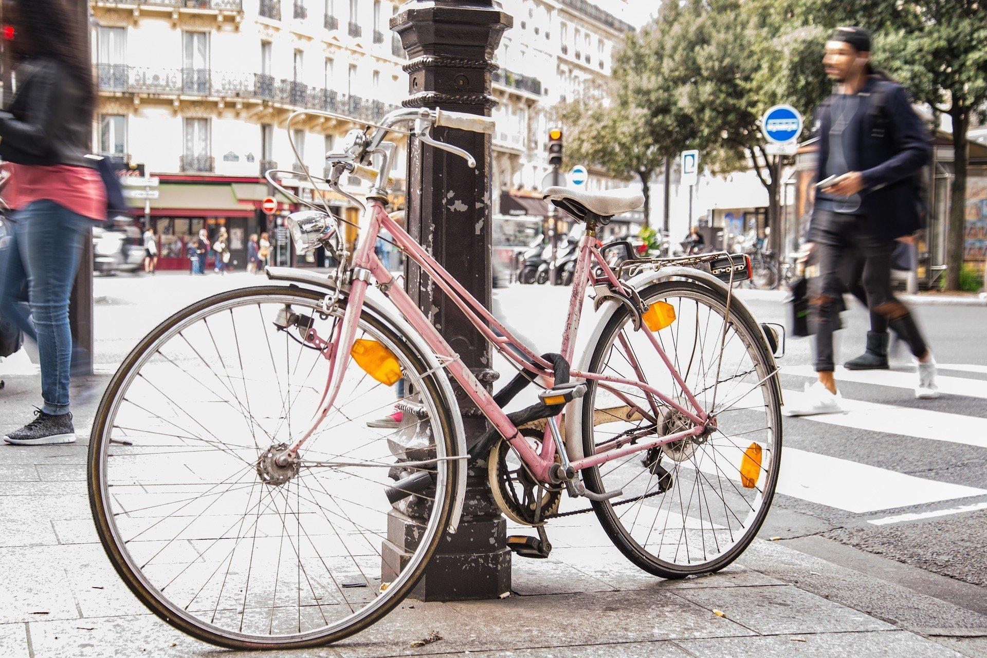 renting a bike in paris