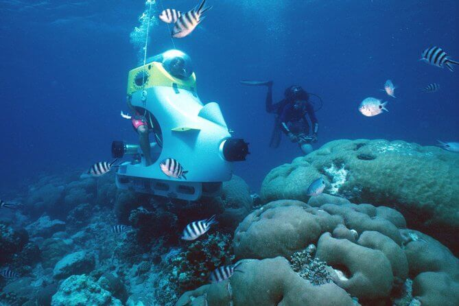 Submarine scooter underwater - the collest and best thing to do in Mauritius