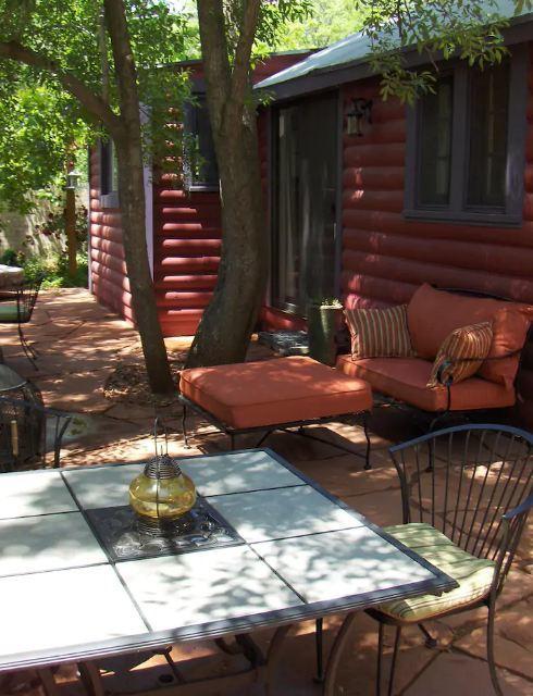 Historic Log Cabin on Oak Creek