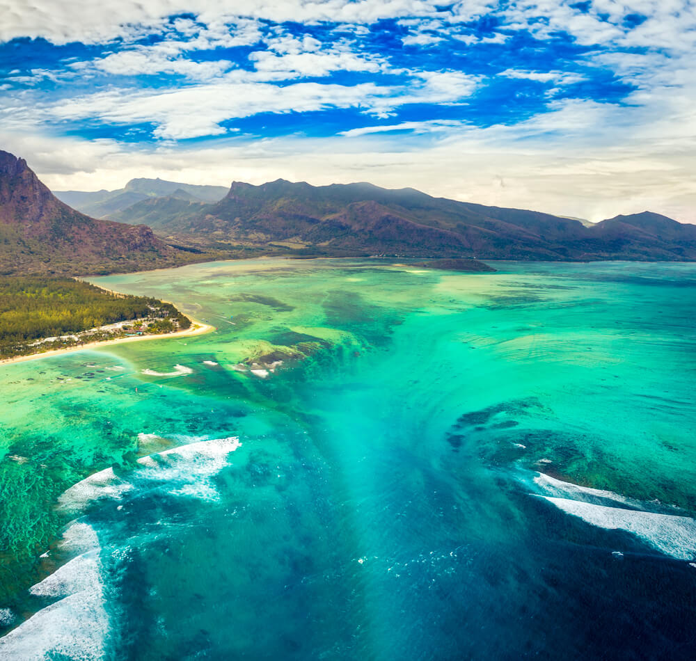 Mauritius's top tourist attraction - the underwater waterfall illusion