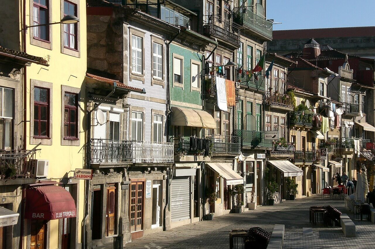 streets of porto backpacking