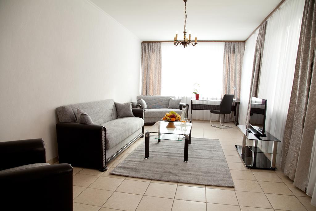 Best Hostel for Digital Nomads in Dusseldorf - Hotel Engelbert