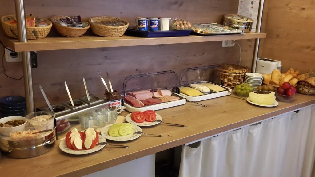 Best Hostel for Couples in Dusseldorf - Hotel Minerva Garni