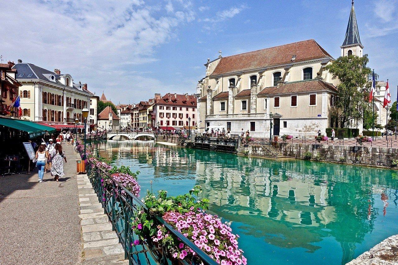 Best Hostels in Annecy