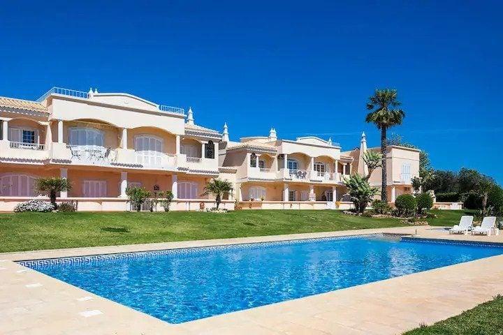 Stylish apartment by Marinha Beach