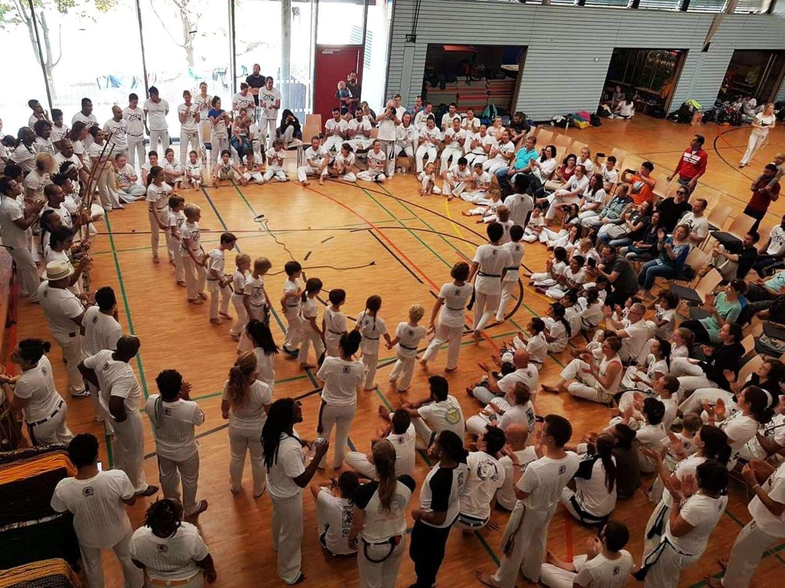 beginners class in capoeira