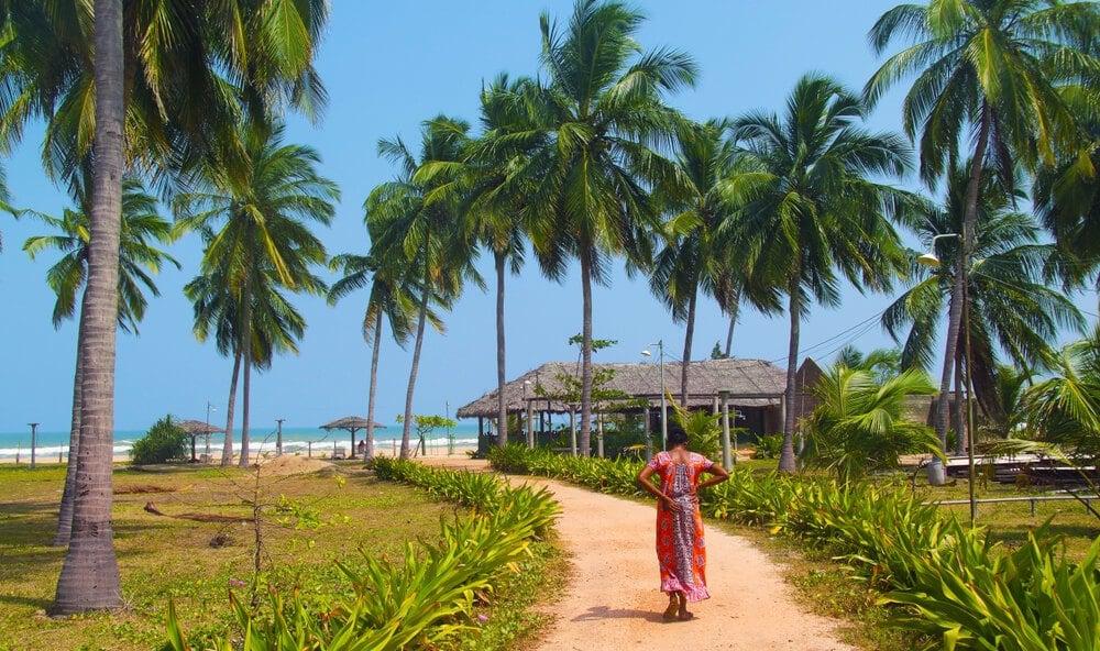 A Sri Lankan woman approaching the beach in Trincomalee